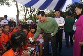 Quỹ sữa Vươn cao Việt Nam và Vinamilk trao 66.000 ly sữa cho trẻ em Vĩnh Phúc