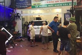 Ôtô bất ngờ lao vào quán nhậu, 6 thực khách nhập viện cấp cứu