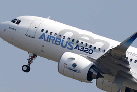 Hành khách đòi vào buồng lái máy bay sạc điện thoại