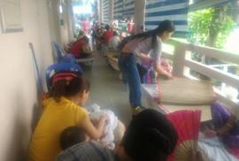 Hàng trăm trẻ nhập viện vì bệnh tay chân miệng