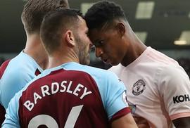 """Húc đầu trả đũa, Rashford bị Mourinho chê """"ngây ngô"""""""