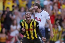 Tottenham thua sốc Watford, Man United trở lại Top 10