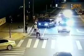 """Vụ chém người do """"tự vệ"""" ở Trung Quốc: Người đi xe đạp thoát tội"""