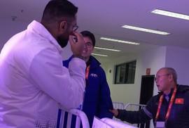 HLV Park Hang Seo nhờ đồng hương phiên dịch cho truyền hình quốc tế