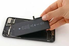 Người dùng iPhone đời cũ tại VN được đổi pin nếu máy chậm