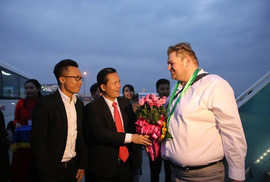 TP HCM, Hà Nội đón khách quốc tế đến xông đất