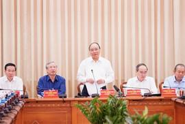 Thủ tướng Nguyễn Xuân Phúc: Tạo cơ chế giao quyền mạnh mẽ hơn cho TP HCM