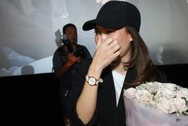 """Mỹ Tâm khóc vì được """"fan"""" bí mật tổ chức sinh nhật"""