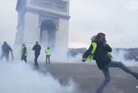 Cảnh sát Pháp dùng vòi rồng và hơi cay trấn áp người biểu tình Áo Vàng