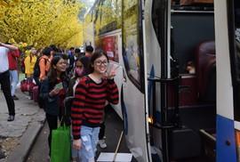 """2.500 sinh viên theo """"chuyến xe mùa xuân"""" về quê đón Tết"""