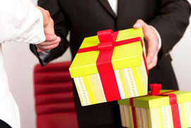 """Các bộ, địa phương phải báo cáo việc """"nhận quà Tết trái quy định"""" trước ngày 12-2"""