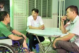 """CHƯƠNG TRÌNH """"XUÂN NHÂN ÁI - TẾT YÊU THƯƠNG"""": Trao tiền hỗ trợ công nhân bị TNLĐ tại Cần Thơ"""