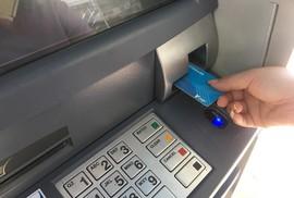 Hơn 25 triệu thẻ ATM phải chuyển sang thẻ chip vào cuối năm nay