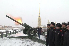 Cận cảnh Tổng Thống Putin đích thân khai hỏa đại bác
