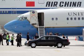 Ai được đón tại sân đỗ máy bay?