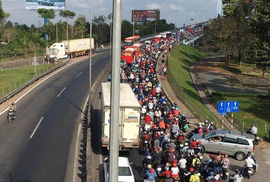 Cầu Cần Thơ, cầu Mỹ Thuận ùn tắc giao thông nghiêm trọng