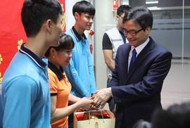 Phó Thủ tướng Vũ Đức Đam động viên công nhân sản xuất đầu năm tại Bắc Giang