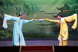 Giao lưu nghệ thuật Cải lương tuồng cổ Việt Nam và Triều kịch Quảng Đông Trung Quốc