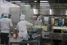 """Khám phá """"bếp ăn"""" đặc biệt làm 22.000 suất ăn/ngày cho các chuyến bay"""