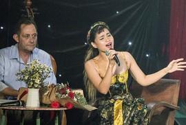 Đồng Lan hát nhạc Trịnh theo phong cách jazz Pháp