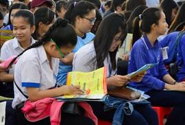 """""""Đưa trường học đến thí sinh 2019"""" tại Bạc Liêu: Ban tư vấn hùng hậu, học sinh háo hức"""