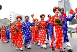 Tổ chức lễ cưới tập thể cho công nhân khó khăn