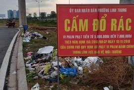 Ngập rác dưới gầm đường sắt đô thị