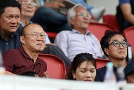 HLV Park Hang-seo lo lắng khi chứng kiến Hà Đức Chinh chấn thương