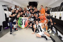 Juventus giương cúp vô địch Serie A lần thứ 37