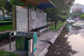 """Ao, hồ"" giữa đường"