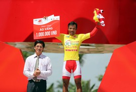 """Giải xe đạp Cúp Truyền hình TP HCM: Nguyễn Trường Tài """"xé"""" áo vàng"""