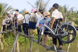 Grab và Quỹ Bảo trợ trẻ em Việt Nam chung tay xây cầu đến lớp cho trẻ em