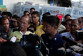Tổng thống Philippines sống cùng nạn nhân bão Haiyan