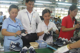 Đồng loạt điều chỉnh lương tối thiểu từ ngày 1-1-2011