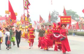 Lễ rước kiệu, dâng lễ vật cung tiến ở Đền Hùng