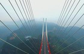 Cầu cao nhất thế giới ở Trung Quốc: bạn có dám đi thử?