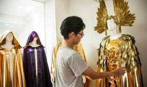 Trang phục cho show nghệ thuật Vũ hội Ánh Dương được làm cầu kỳ ra sao?