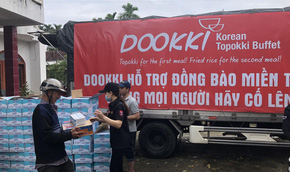 """Đoàn xe của Dookki """"hành quân"""" từ TP HCM về Quảng Ngãi hỗ trợ người dân vùng lũ"""
