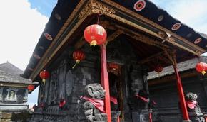 Chuyện tình sau ngôi đền thiêng ở Bali