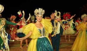 Người dân Đà Nẵng nhảy múa trong carnaval đường phố DIFF 2018