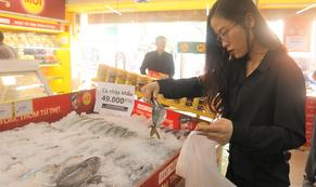 Thịt đội giá, bà nội trợ đổ xô đến Bách hóa Xanh săn cá nhập khẩu 49.000 đồng/kg