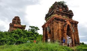Tháp cổ nghìn năm ở miền