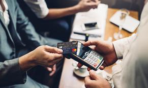 Ngân hàng tăng tiện ích, đua kéo khách mở thẻ tín dụng