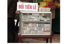 Hà Nội: Phí đổi tiền mới lên 20% dịp cận Tết