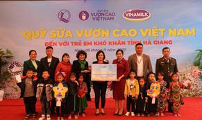 Vinamilk và Quỹ sữa Vươn cao Việt Nam trao tặng 94.000 ly sữa cho trẻ em khó khăn Hà Giang