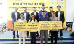 Trường Cao đẳng Quốc tế Kent trao học bổng trị giá hơn 800 triệu đồng cho các VĐV quần vợt