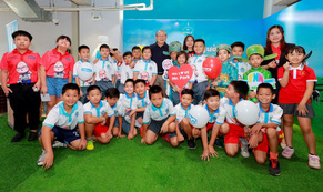 HLV Park Hang Seo tiếp tục đồng hành cùng VPMilk nâng tầm thể lực, trí lực Việt