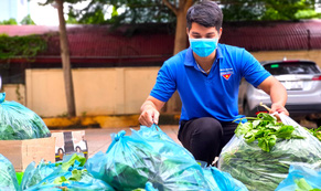 """""""Chuyến xe nghĩa tình"""" từ tỉnh biên giới """"trợ lực"""" tuyến đầu chống dịch ở Sài Gòn"""