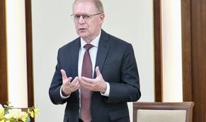 Ông Colin Richard Dinn làm Giám đốc Trung tâm Ngân hàng số của Vietcombank