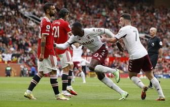 """Bruno Fernandes hóa """"tội đồ"""", Man United gục ngã trước Aston Villa"""